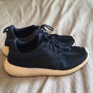 Nike navy roshes with a black swoosh size 7